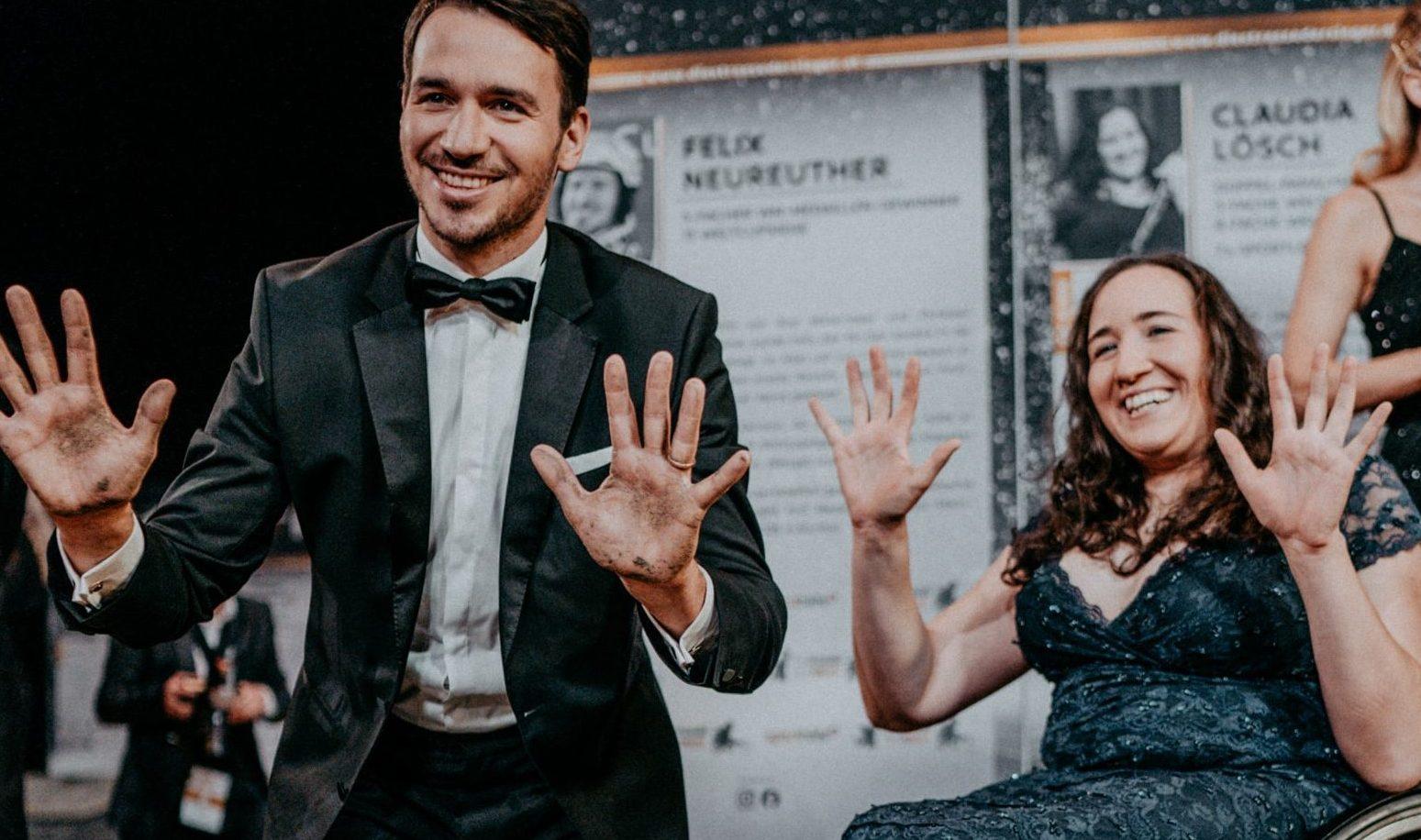 Felix Neureuther und Claudia Lösch bei der Verewigung
